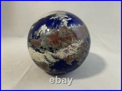 1991 Lundberg Studios Art Glass Earth Globe Paperweight 3.68