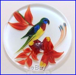 Glamorous Rick AYOTTE Gorgeous CRESTED PARROT Art Glass PAPERWEIGHT